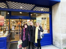 devant la vitrine Bordeaux